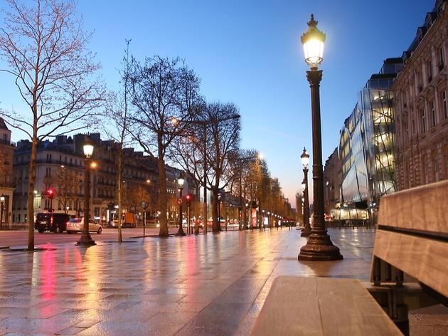 Avenue des Champs-Elysée, le matin, 75008 Paris.