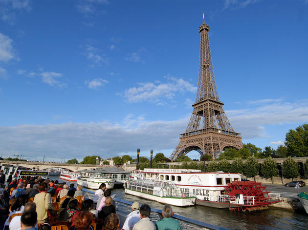 Glide along the Seine on the Bateaux-Mouches