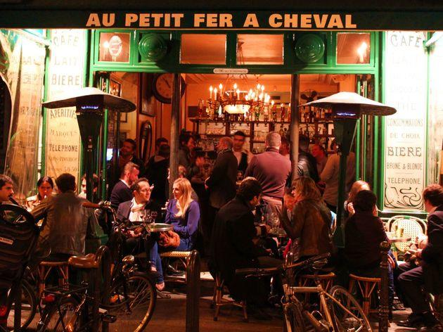 Le petit fer cheval bars and pubs in le marais paris - Le petit salon paris ...