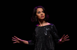 Sophia Aram : Crise de foi