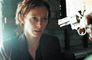 THE WAY OF THE GUN Swinton finds herself on the wrong end of a ransom deal.