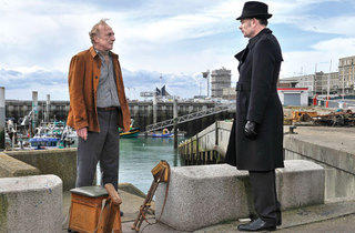Andre Wilms and Jean-Pierre Darroussin in Le Havre