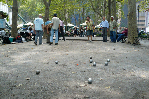 Learn pétanque in Bryant Park