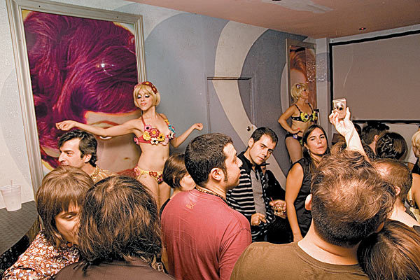 See free stand-up comedy at Beauty Bar
