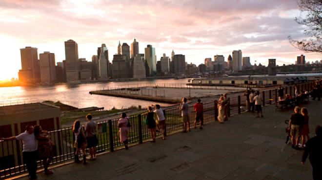 Free date ideas in New York City: Stroll the Brooklyn Heights Promenade