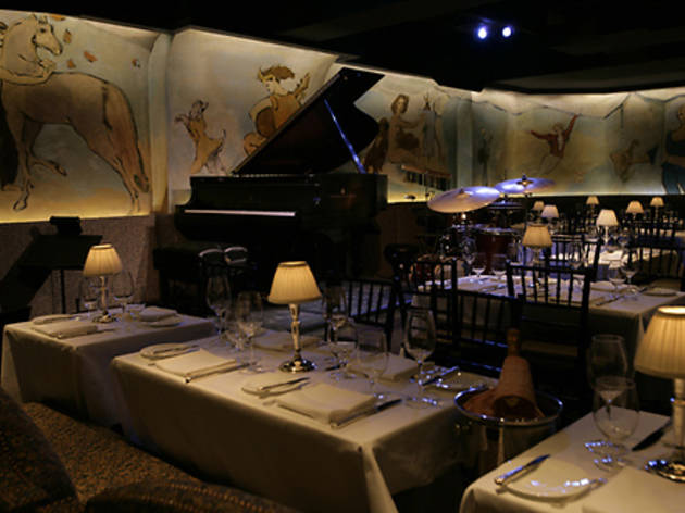Find a piano bar in nyc with great karaoke and cabaret for Bemelmans bar mural