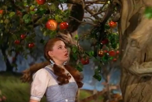 The Wizard of Oz (1939): Apple picking