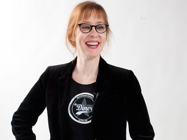"Suzanne Vega sings ""Tom's Diner"""