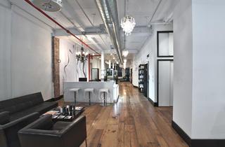 Alibi 25 Salon