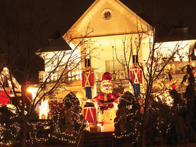 Christmas Lights and Cannoli Tour
