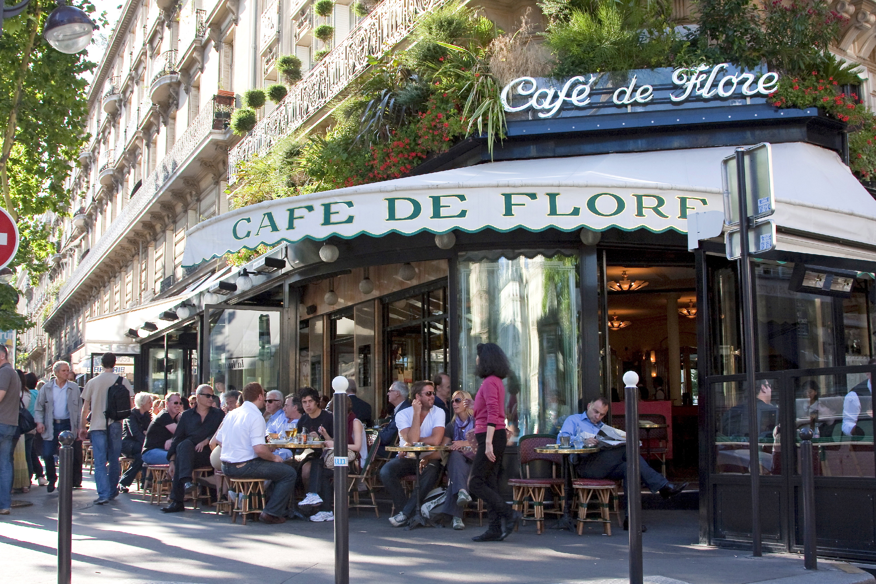 Caf de flore in saint germain des pr s paris for Terrasse english