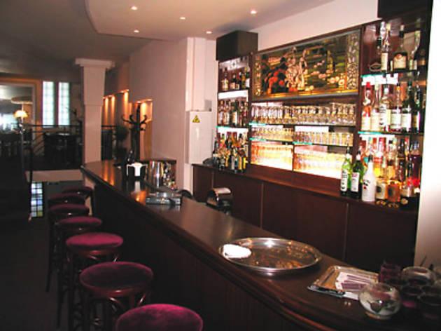 Le Swan Bar