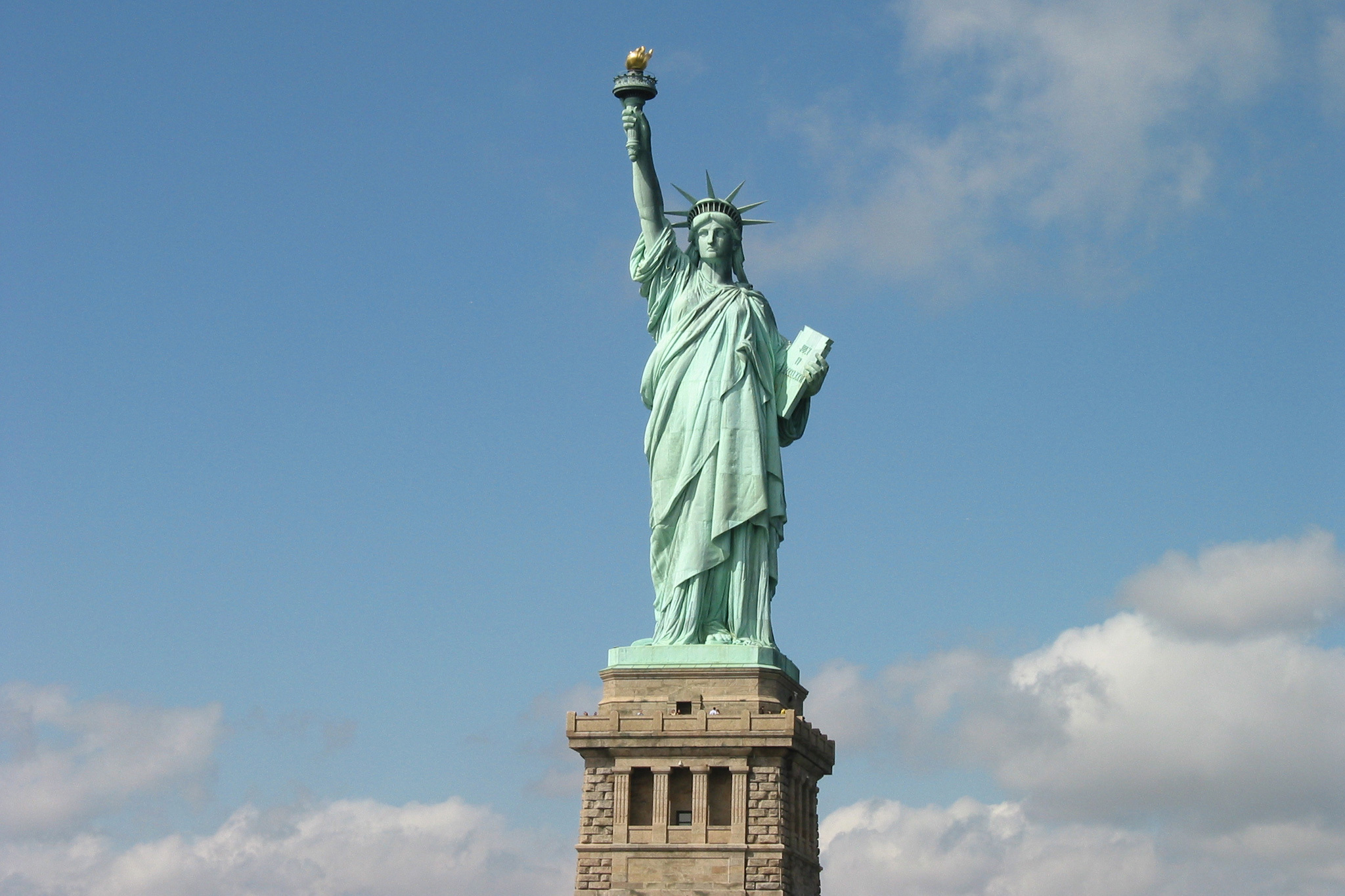 New york attractions the statue of liberty slide show for Attractions in new york new york