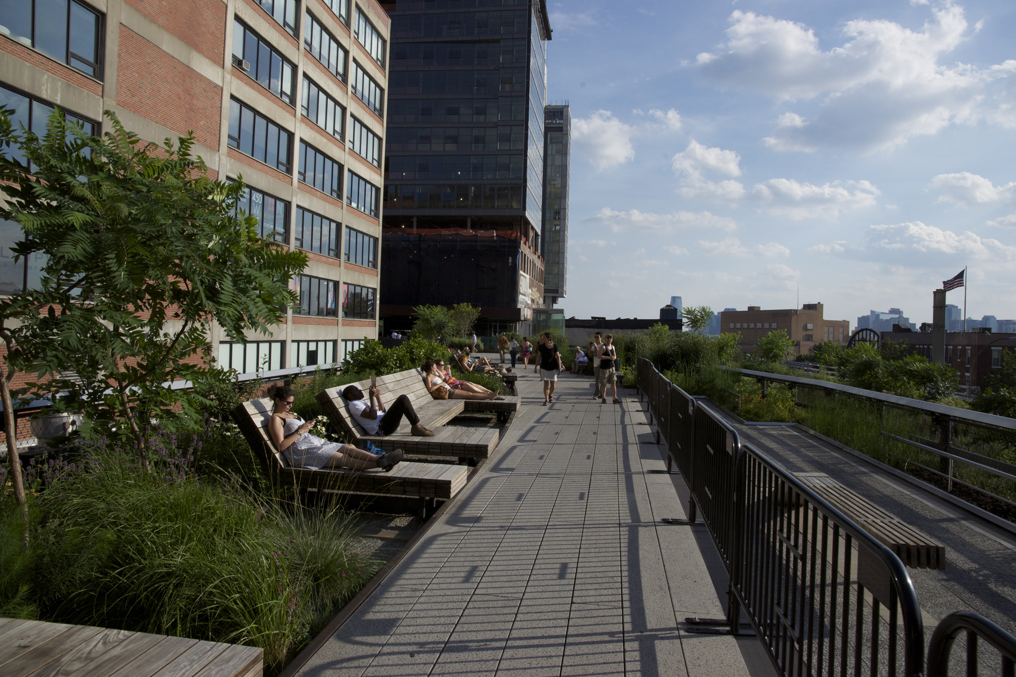 Stroll up and down the High Line
