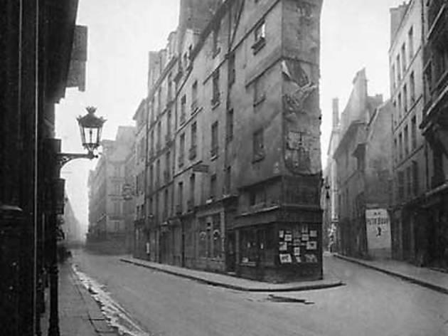 ('Angle des rues de Seine et de l'Echaudé, 6e arrondissement', mai 1924 / © Eugène Atget / Musée Carnavalet / Roger-Viollet  )