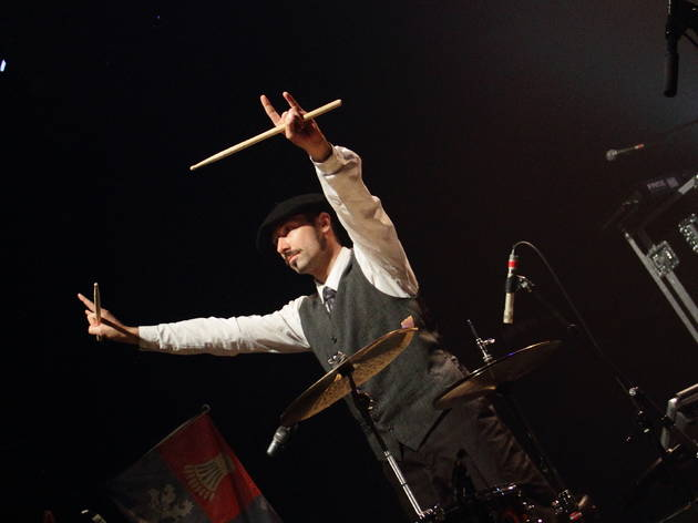 The Inspector Cluzo (Le batteur Phil Jourdain fait honneur au béret basque.)
