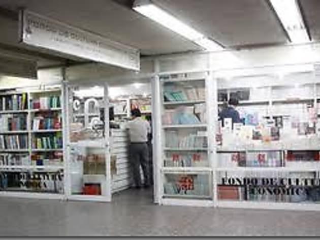 FCE Un paseo por los libros