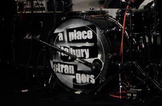 """A Place To Bury Strangers (Surnommé le """"groupe le plus bruyant des Etats-Unis"""", les A Place To Bury Strangers ont investi la Boule Noire à Paris.)"""