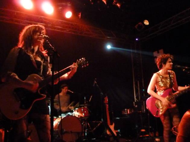 Those Darlins (On attendait trois filles du Tennessee, on en a eu deux, pour un concert moins rock que prévu et un son qui laissait franchement à désirer.)