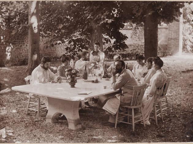 (Alfred Natanson, 'Déjeuner au relais à Villeneuve-sur-Yonne', vers 1897-1899 / Collection particulière / © Archives Vuillard, Paris)