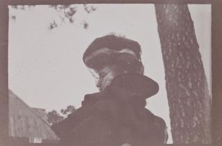 (Édouard Vuillard, 'Misia Natanson de profil en voiture, Cannes', 1901 / Collection particulière / © Archives Vuillard, Paris)