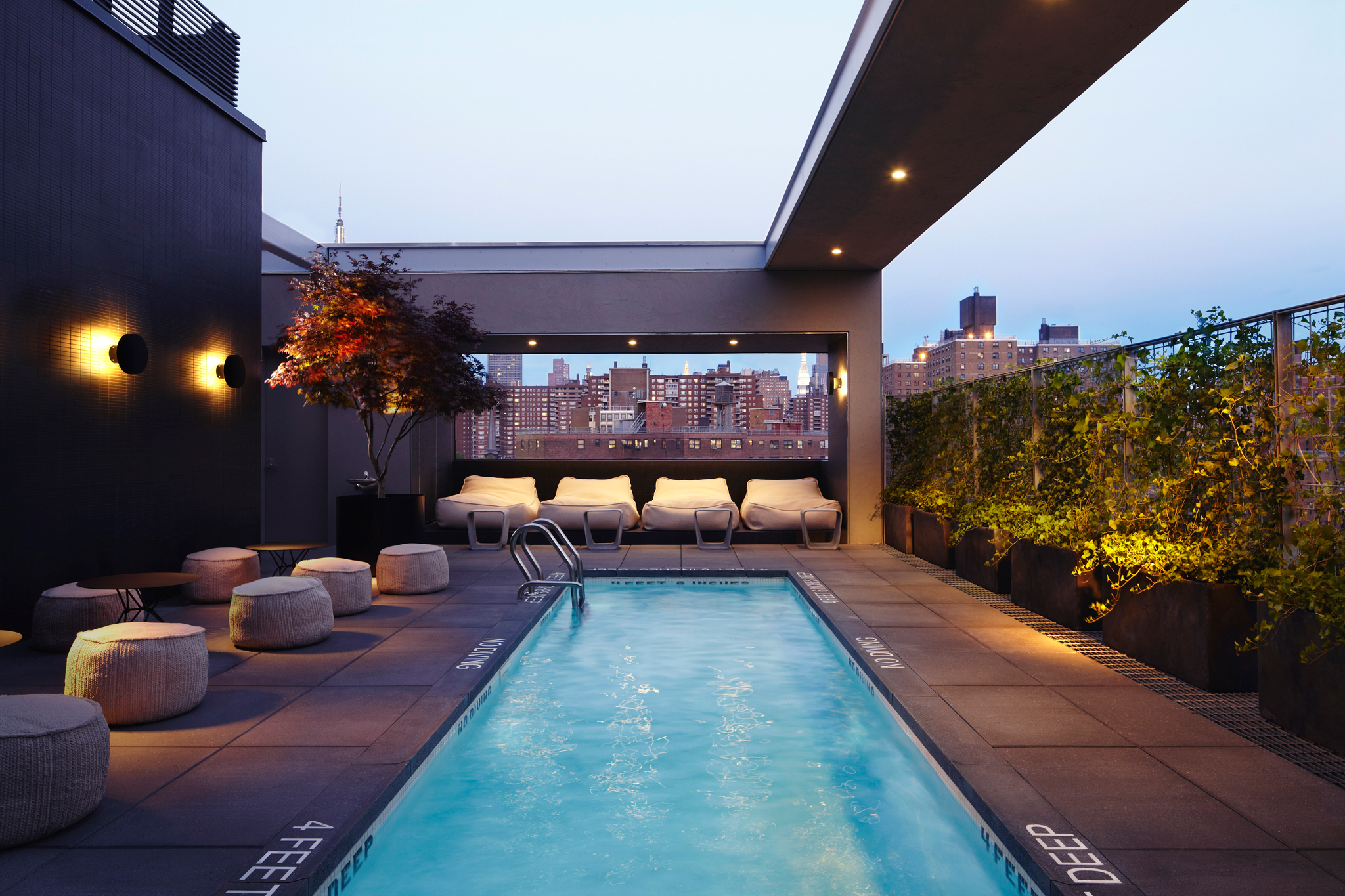 Best hotel and rooftop pools in nyc you can actually go to for Small luxury hotels chicago