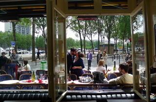(Le Bellerive, la terrasse vue de l'intérieur / © Elsa Pereira)