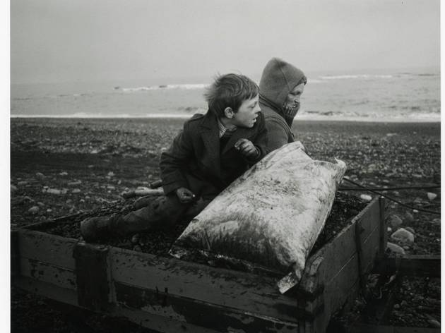 ('Rocker and Rosie Going Home', Lynemouth, Northumberland, 1984 / Courtesy of the Artist / © Chris Killip)