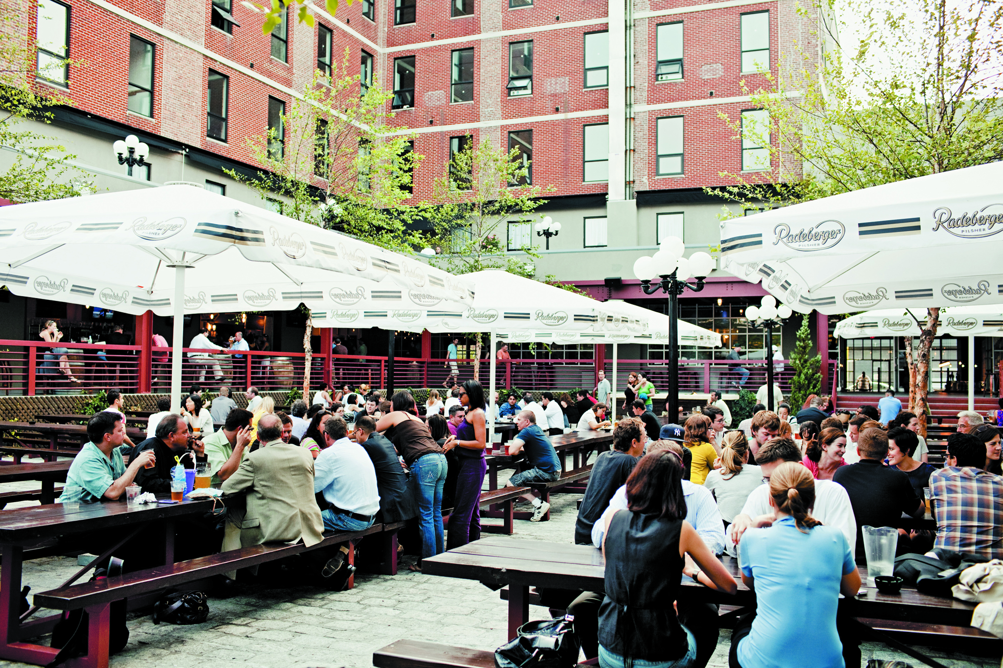 Best bars for outdoor drinking in the summer in new york for The garden studio
