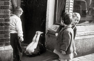('Sans titre', 1954 (Lieshout, Pays-Bas) / © Eva Besnyö / Maria Austria Instituut Amsterdam)