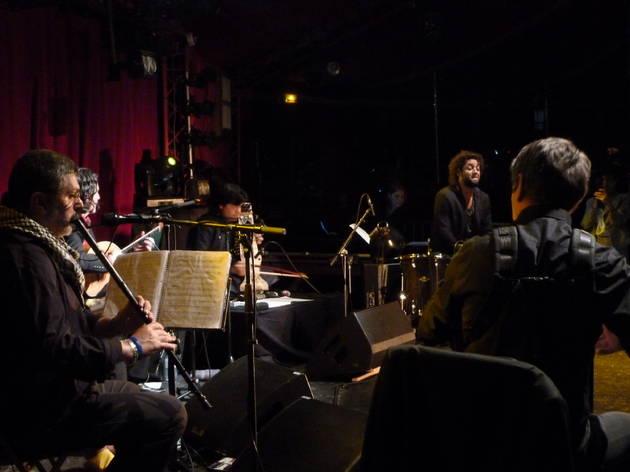 (Thierry Titi Robin était décidément très bien entouré ce 2 mai au Cabaret Sauvage.)
