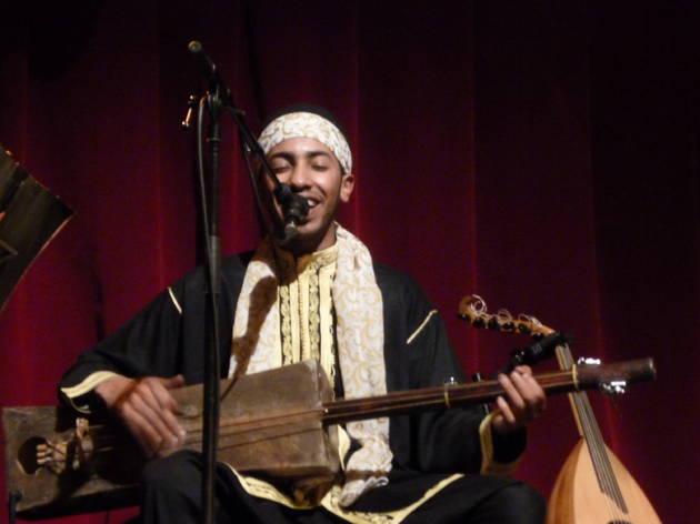 (Mehdi Nassouli et son sintir.)