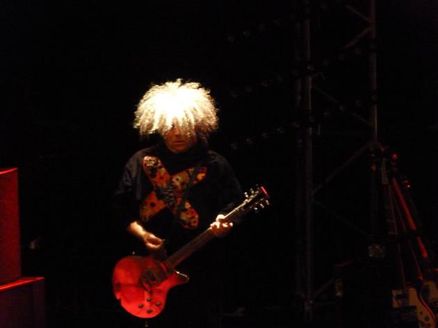 (Le grand, le beau, le chevelu, l'inimitable Buzz Osborne des Melvins.)