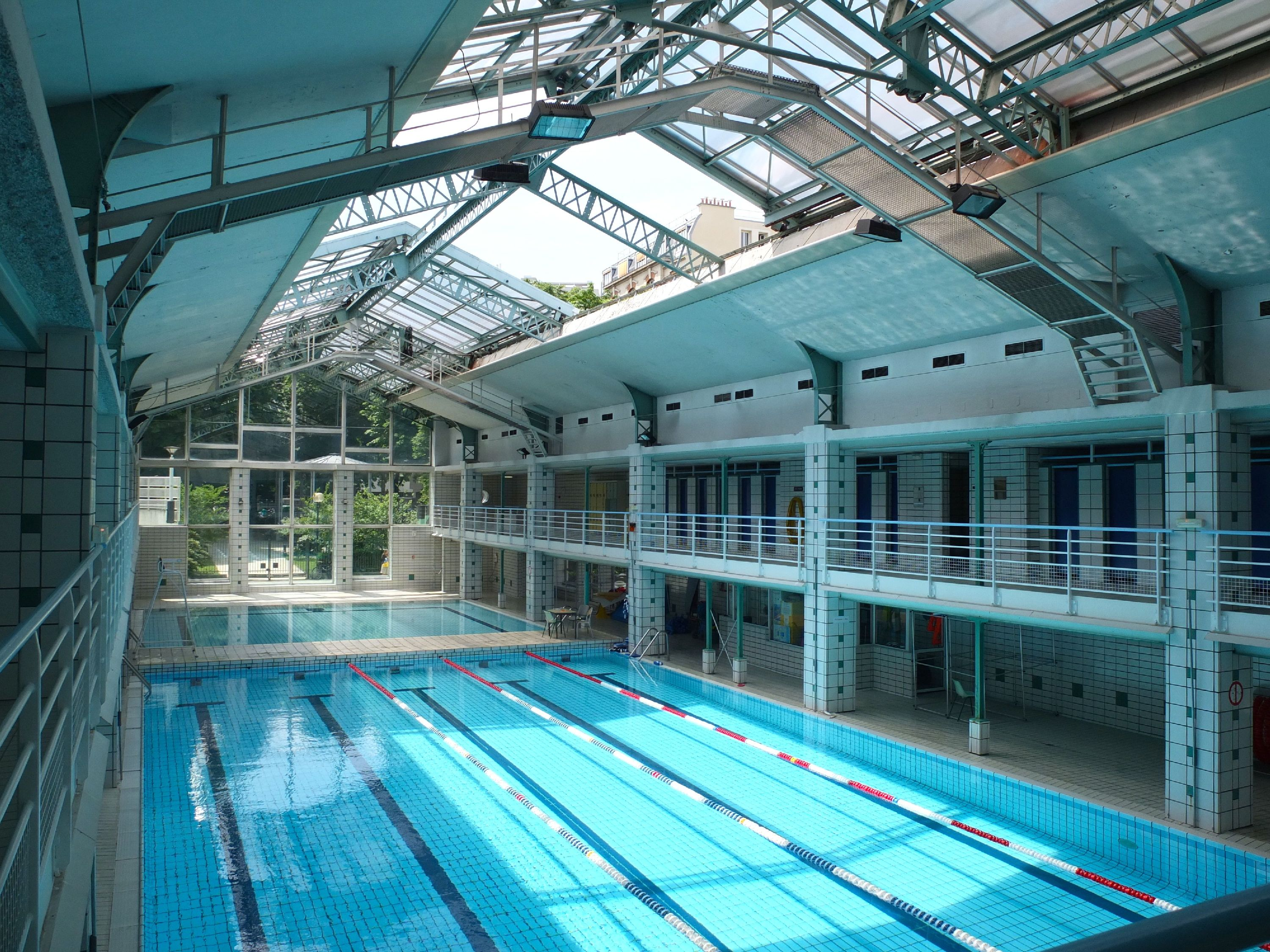 Piscine h bert sport la chapelle paris for Piscine 18eme