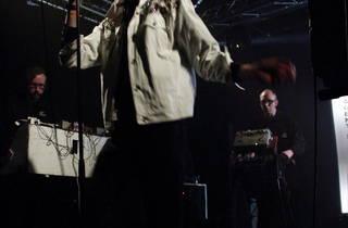 (Au Point Ephémère le 16 mai, les Suédois d'Agent Side Grinder ont livré un excellent concert.)
