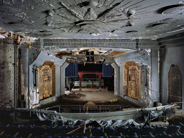 ('Uptown Theater, Philadelphia', PA, Etats-Unis, 2009 / © Yves Marchand & Romain Meffre / Courtesy Polka Galerie)