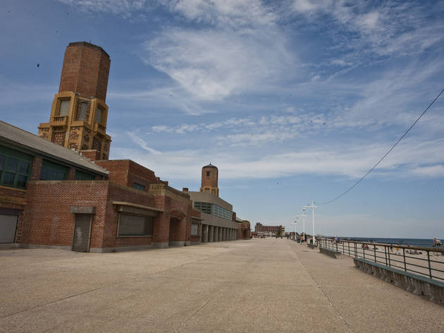 Play minigolf and toast marshmallows at Jacob Riis Park