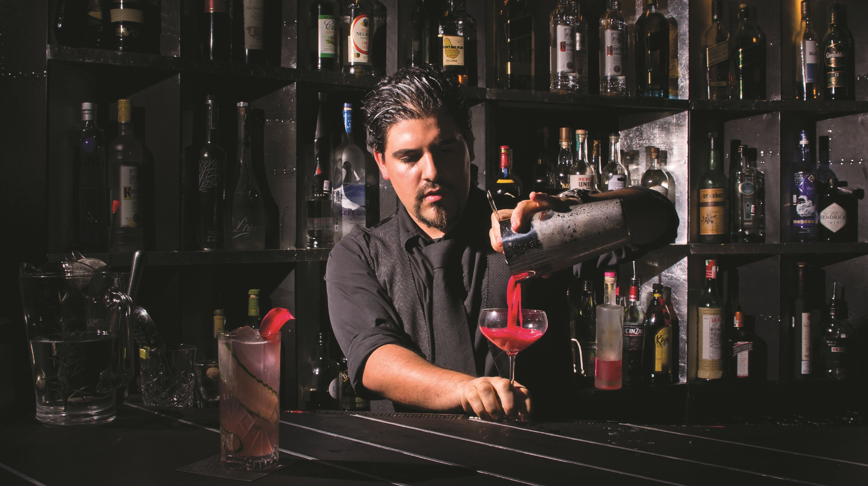Felipe, bartender del Jules