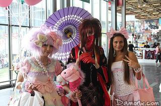 (Des princesses framboisines et une goth geisha / © Damonx.com)