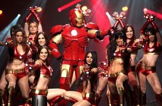 Iron Man et ses Ironettes (© TAKO Presse / Eric Lang)