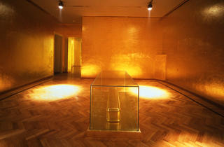 """James Lee Byars, """"The Monument to Cleopatra"""""""