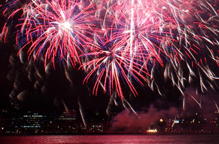 Ultimate NYC 4th of July Experience: Rooftop Lunch, Manhattan Tour and Statue of Liberty Fireworks Cruise