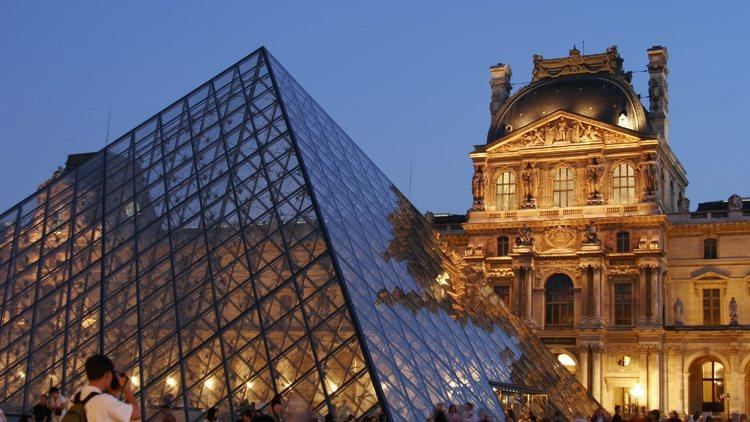 Photo tour (Click on the arrow above to start exploring the Louvre's collections)
