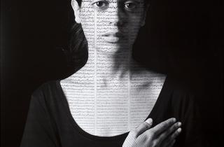 ('Roja', 2012 / © Shirin Neshat / Courtesy Galerie Jérôme de Noirmont, Paris)