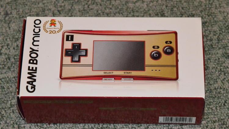 Les portables (Game Boy Micro / © Camille Coste)