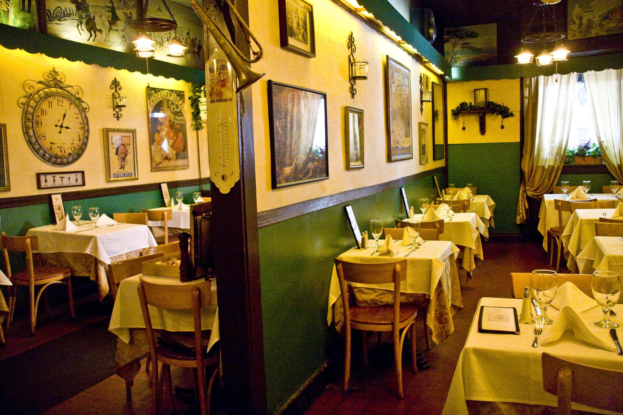 Chez Napol 233 On Restaurants In Hell S Kitchen New York