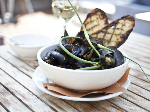 Steamed mussels with spring-green broth at 606 R&D