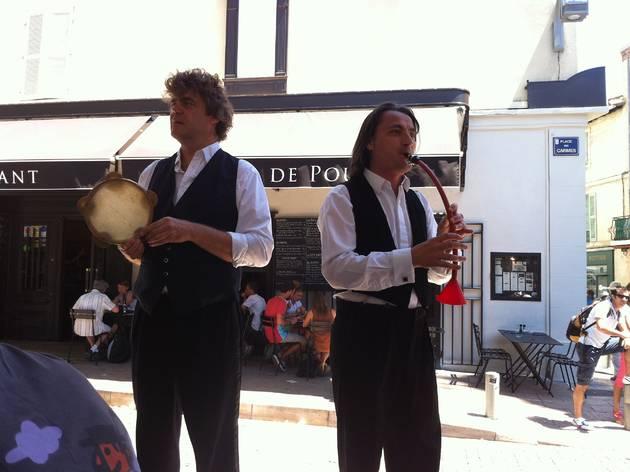(Tambourin et entonnoir s'accordent si bien ! / © Barbara Chossis )
