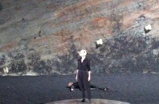 (Dominique Raymond (Arkadina) reprend le temps d'un monologue le rôle de Nina qu'elle avait interprété sous la direction d'Antoine Vitez en 1984 / © Barbara Chossis)