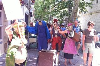 (La parade des monstres heureux, avec ou sans tête / © Barbara Chossis)